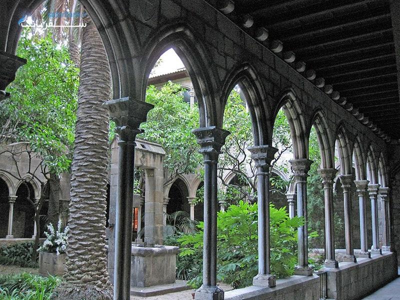 کلیسای سانتا آنا از اماکن دیدنی تور اسپانیا و تور اروپا
