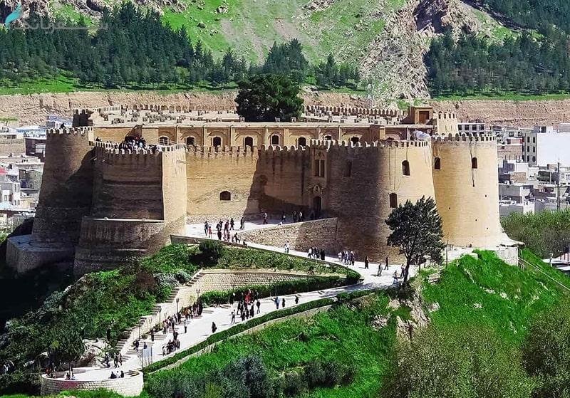 معماری داخل قلعه فلک الافلاک خرم آباد