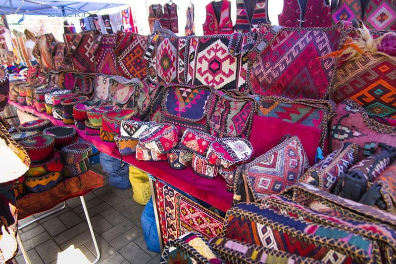 بازار ورنیساژ در ارمنستان ایروان