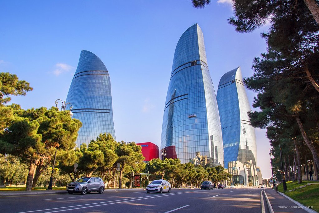 برج سه شعله باکو در آذربایجان