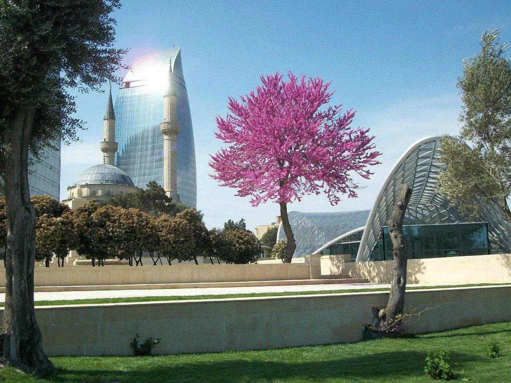 برج های شعله در باکو آذربایجان