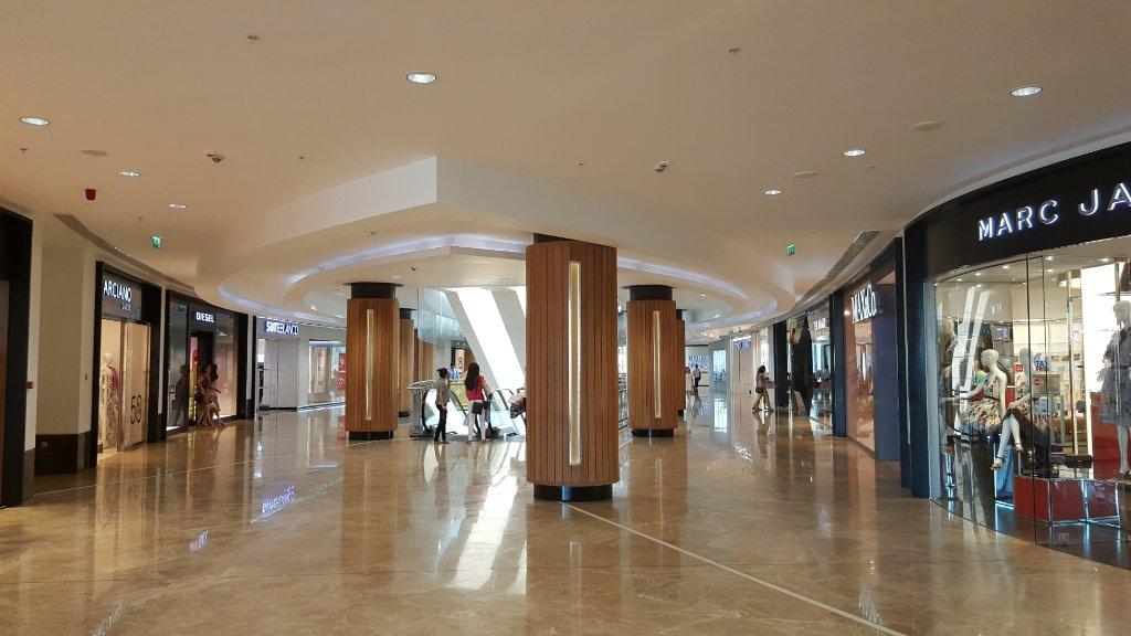 مرکز خرید پورت مال باکو در آذربایجان