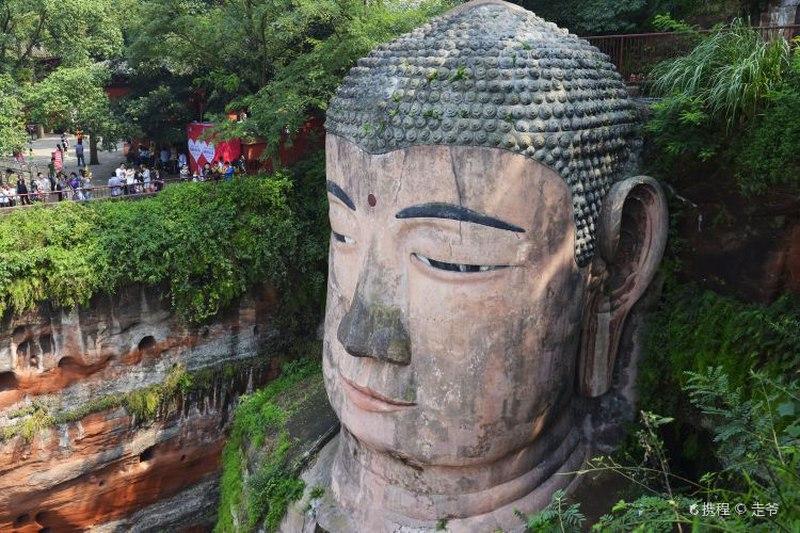 مجسمه بودای لشان در پکن جین