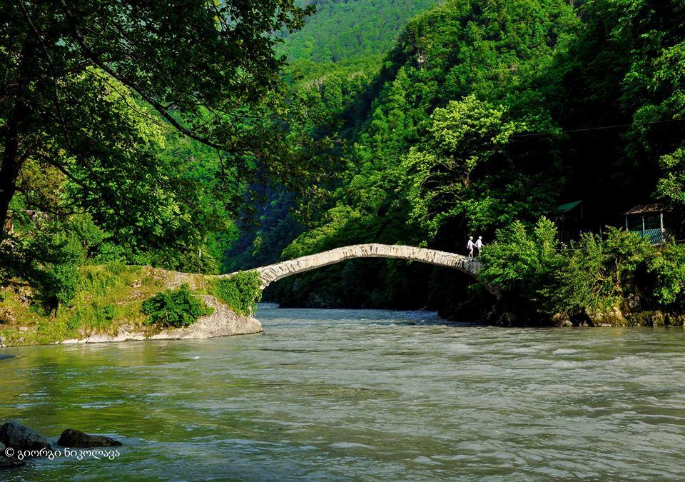 پل ماخونتستی از دیدنی های گرجستان