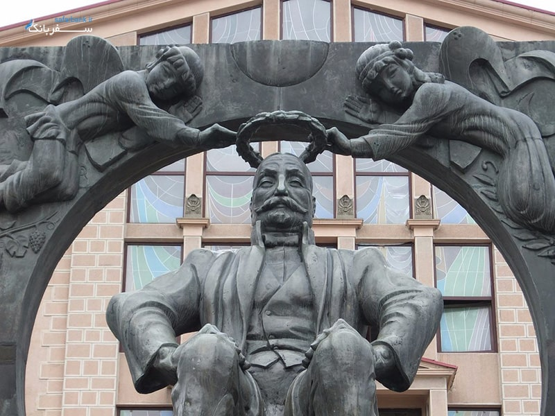 مجسمه ایلیا چاوچاوادزه