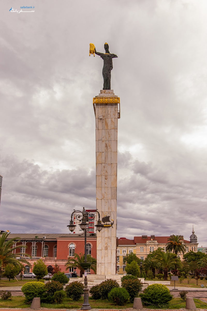 مجسمه مدیا در باتومی