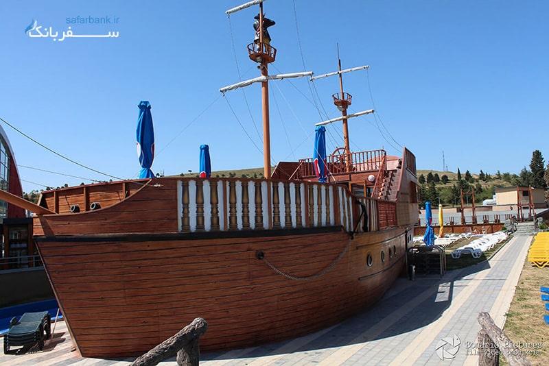 استخر کشتی دزدان دریایی در پارک ابی تفلیس