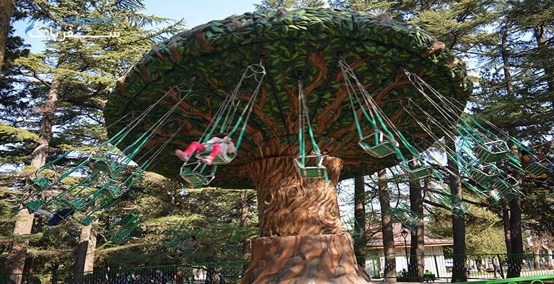 درخت چرخنده در شهربازی متاتسمیندا تفلیس