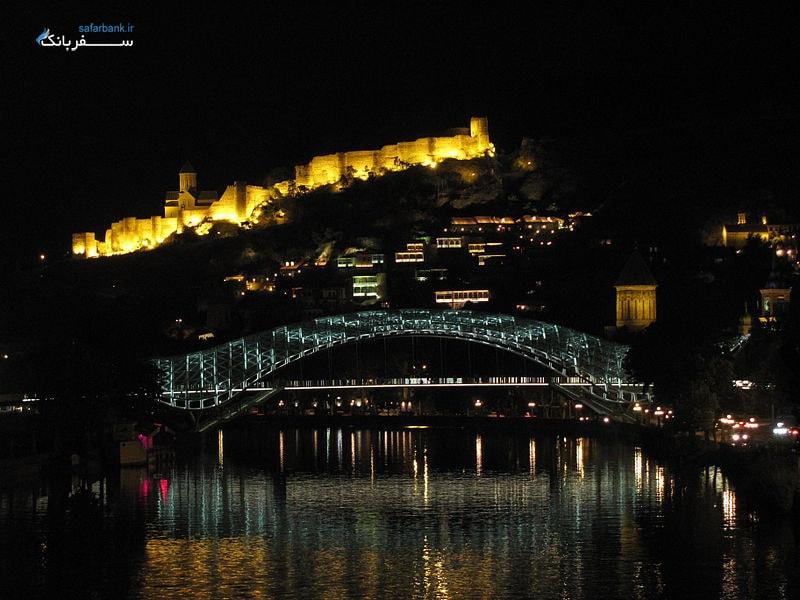 پل صلح تفلیس در شب