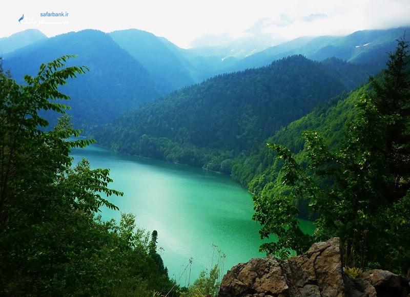 دریاچه ریتسا در گرجستان