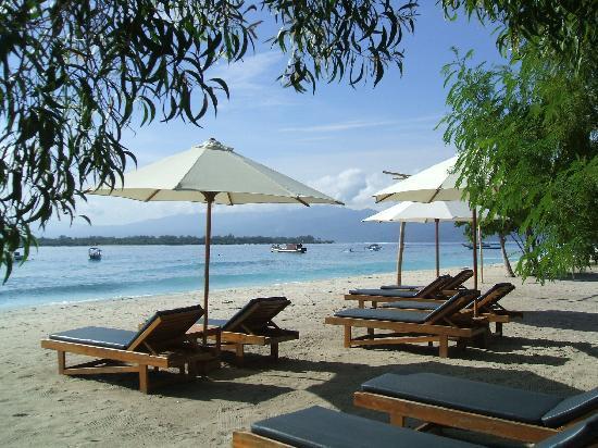 ساحل جزیره تراونگان از مجموعه جزیر گیلی در بالی اندونزی