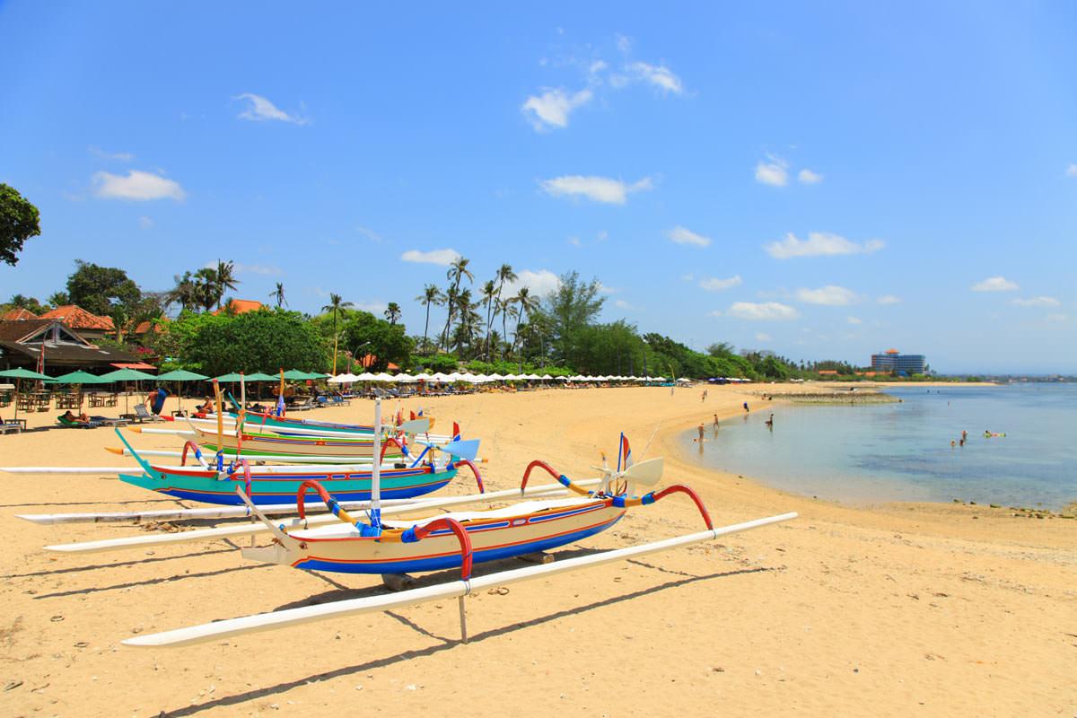 تفریحات ساحلی در سانور بیچ بالی
