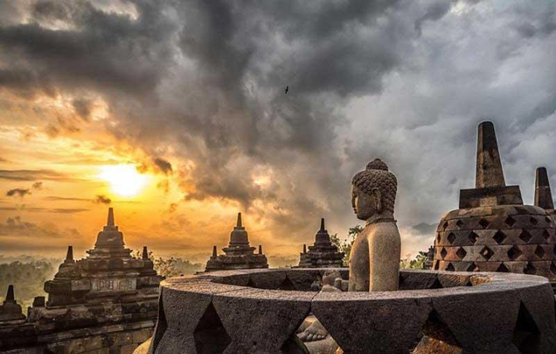 معبد بوروبودور روی تپه