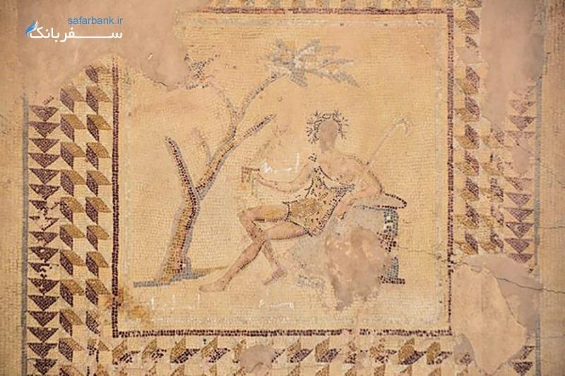 حکاکی های سنگی در معبد باخوس