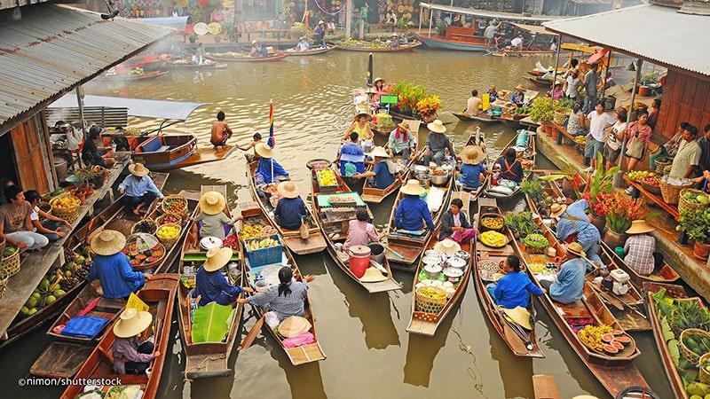 بازار شناور آمفاوا از بازارهای روی آب بانکوک - تایلند