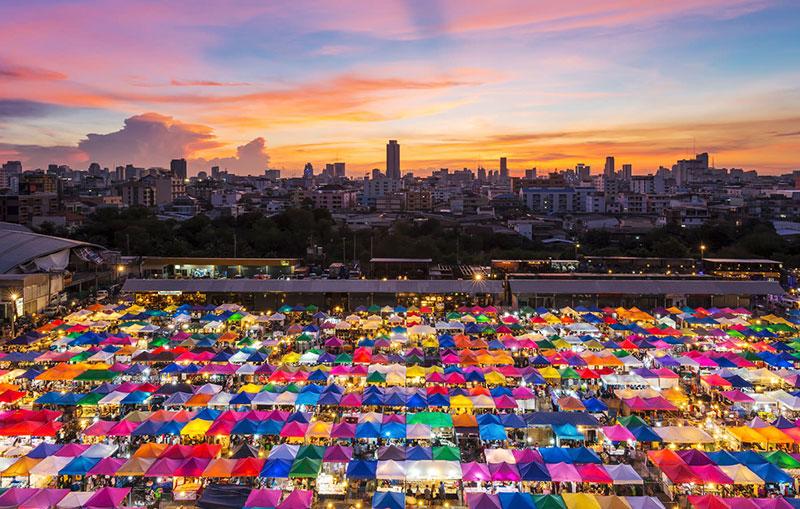 بازارهای شبانه بانکوک تایلند، بازار شبانه رد فایی