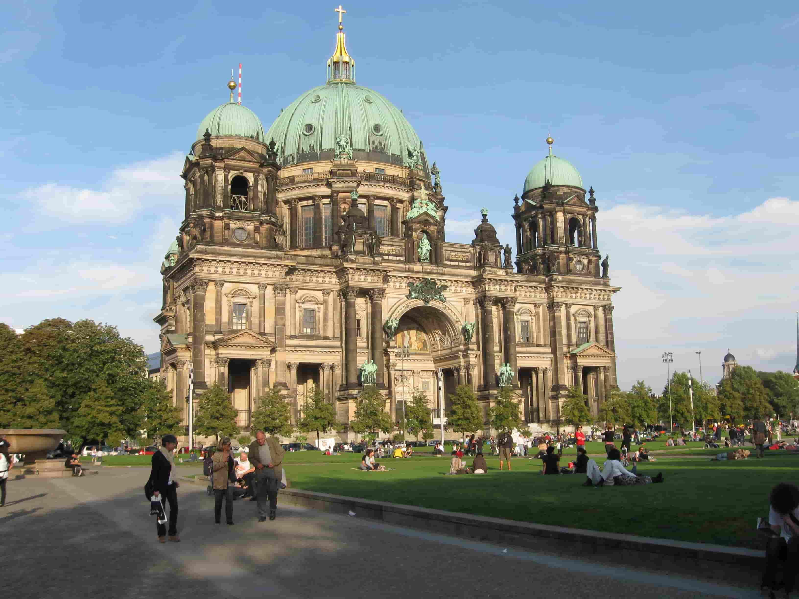 تابوت های داخل کلیسای جامع برلین