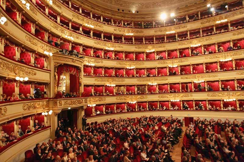 سالن اپرا لااسکالا در میلان از دیدنی های این شهر