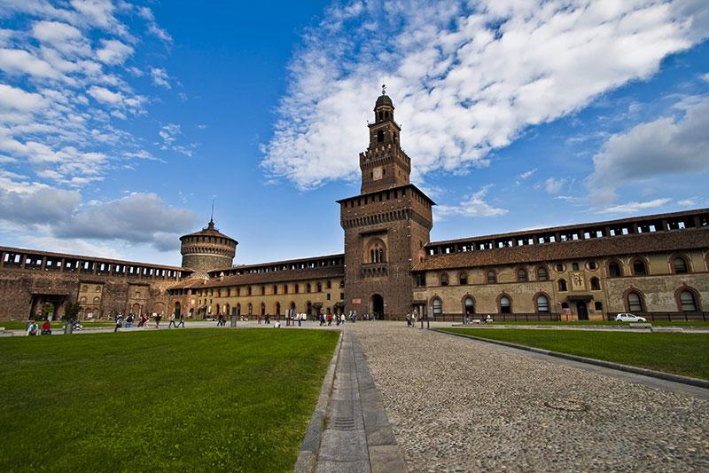 قلعه و موزه اسفورزا در شهر میلان ایتالیا