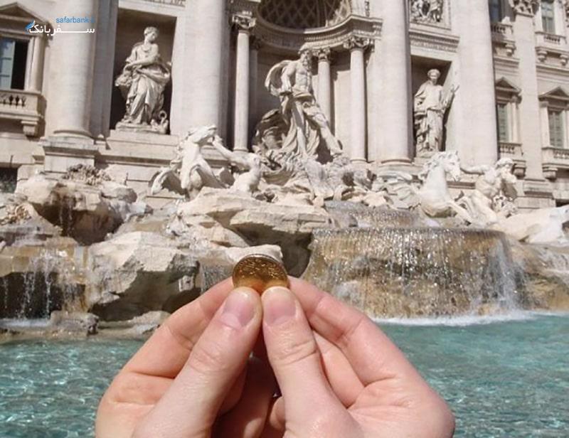 سنت انداختن سکه در فواره تروی رم
