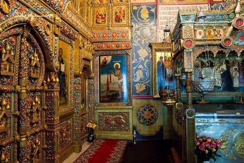 داخل کلیسای سنت باسیل