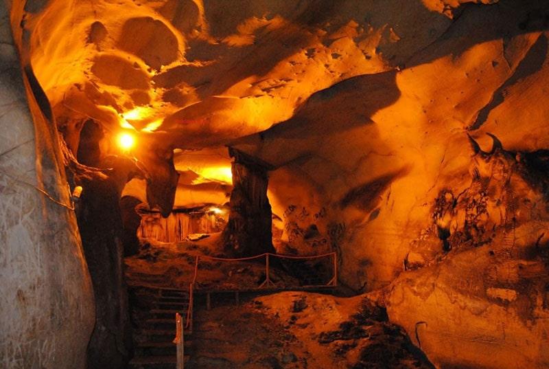 غار کور سانلار در ترکیه