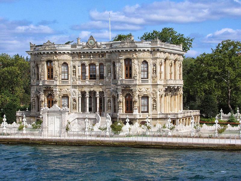 کاخ کوچوکسو از جاهای دیدنی شهر استانبول ترکیه
