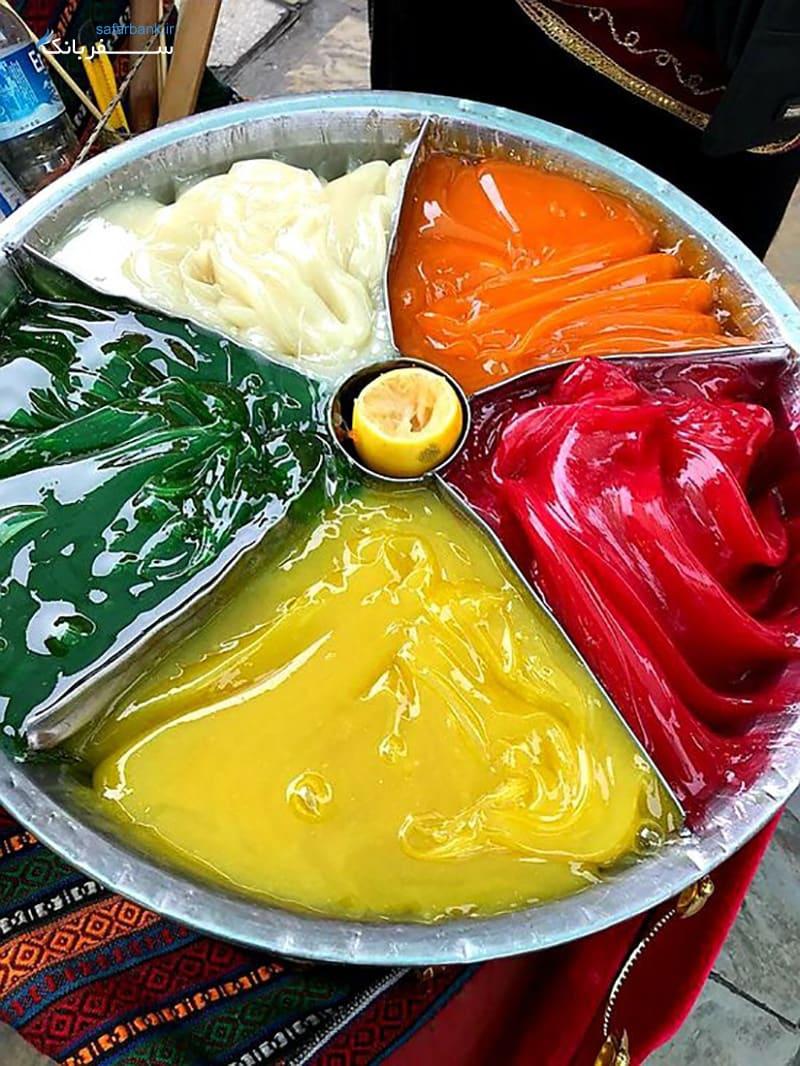 خوراکی در بازار سنتی کمرالتی ازمیر