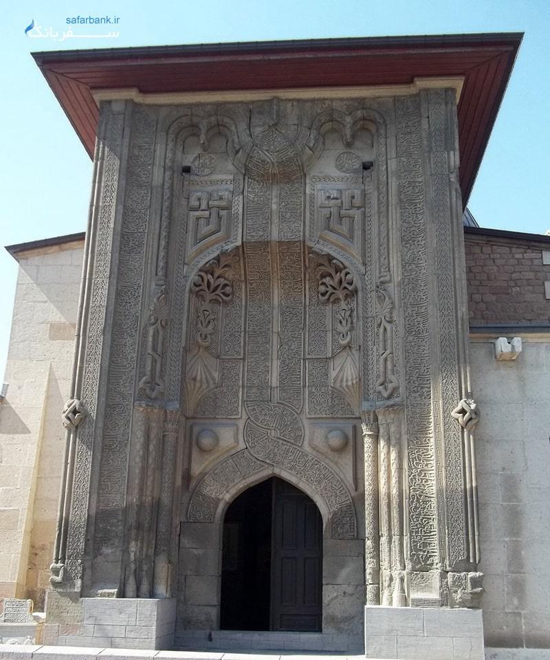 موزه های ترکیه، موزه مدرسه کاراتای یا موزه کاشی