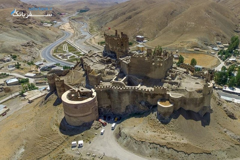 اماکن تاریخی وان ترکیه، قلعه هوشاپ