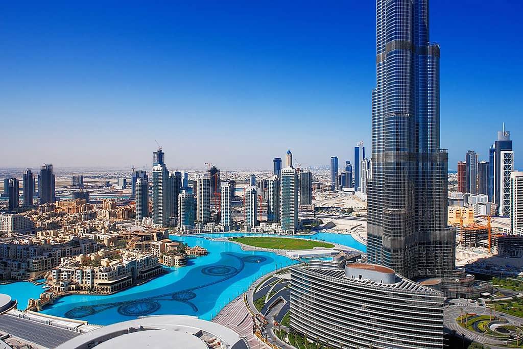 بالای برج خلیفه، چشم اندازی منحصر به فرد از دبی