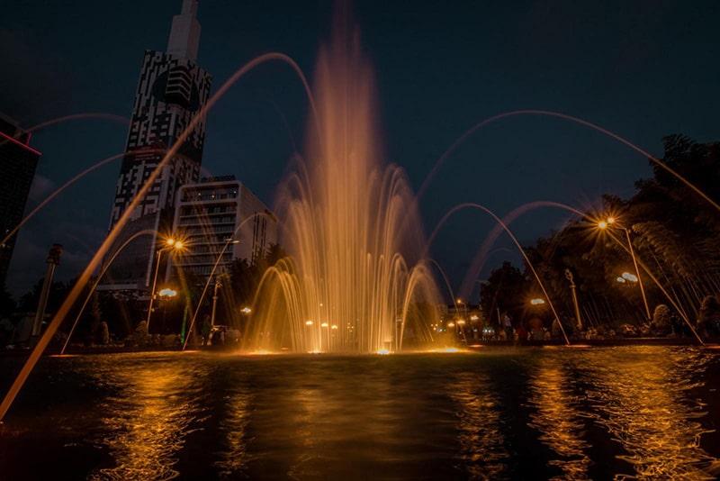 فواره های رقصان باتومی ترکیب موزون آب،نور و موسیقی
