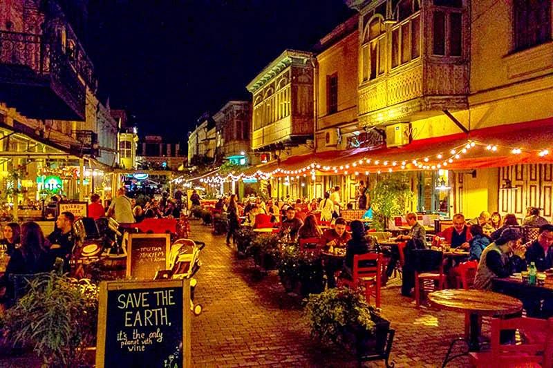 خیابان شاردنی تفلیس شاهراه شادی و موسیقی