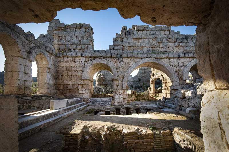 حمام رومی ها واقع در آنتالیا ترکیه