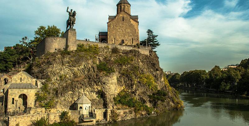 کلیسای متخی تفلیس صومعهای کوچک مجاور رود کورا