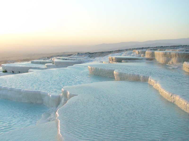 چشمه های آب گرم پاموکاله یا پاموک قلعه