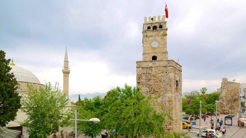 برج ساعت آنتالیا برجی باستانی در دل شهر