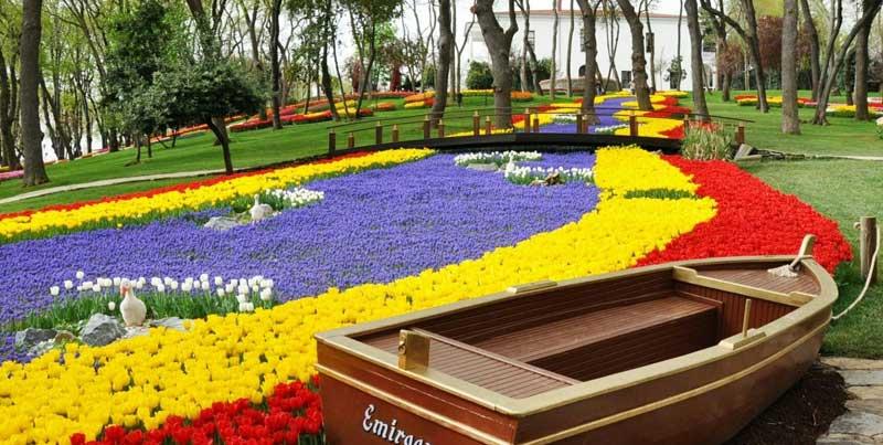 پارک امیرگان استانبول با عمارت های رنگی