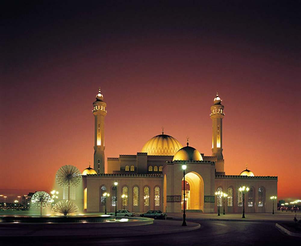 مسجد جامع دبی با معماری سنتی اسلامی و آناتولی