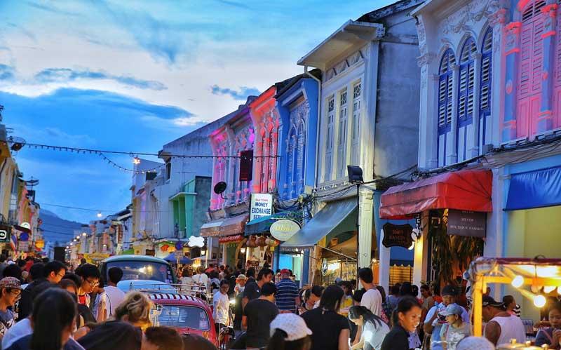 خیابان واکینگ استریت پوکت بازار محبوب یکشنبه ها