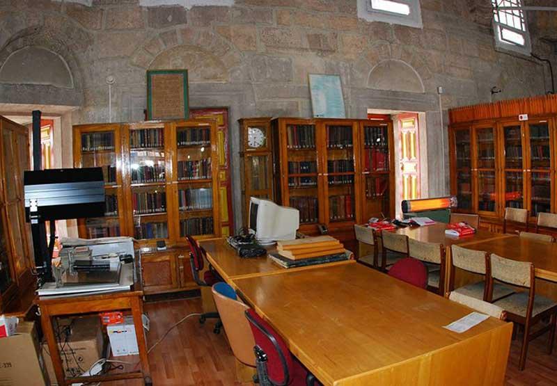 کتابخانه یوسف آغا کتابخانه ای کلاسیک در قونیه