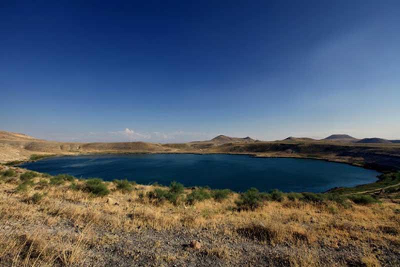 دریاچه دهانه آتشفشان مکه قونیه در آتشفشانی به قدمت چهار میلیون سال