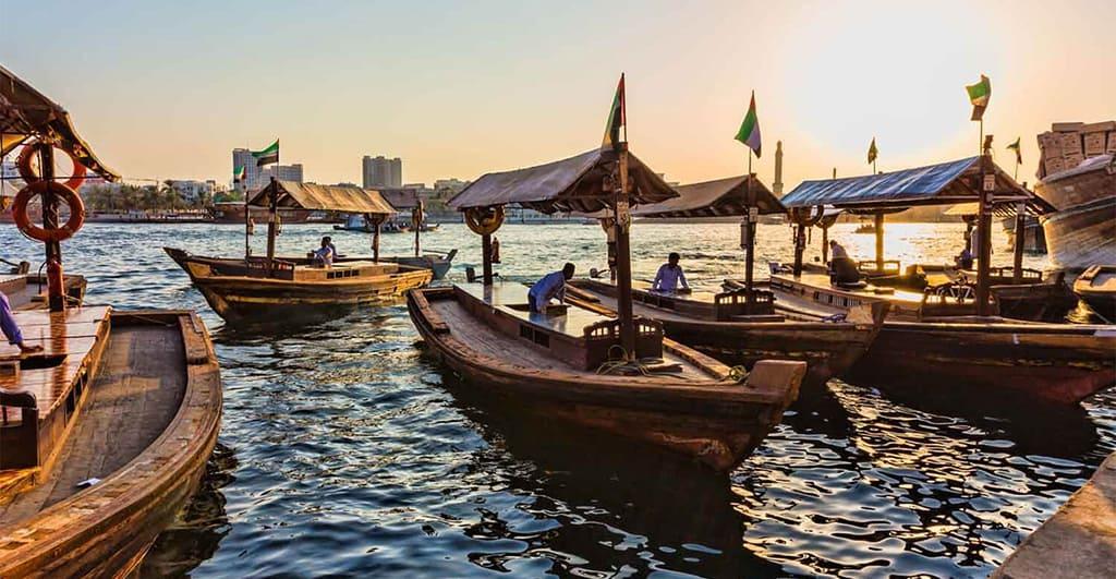لذت قایق سواری در نهر دبی