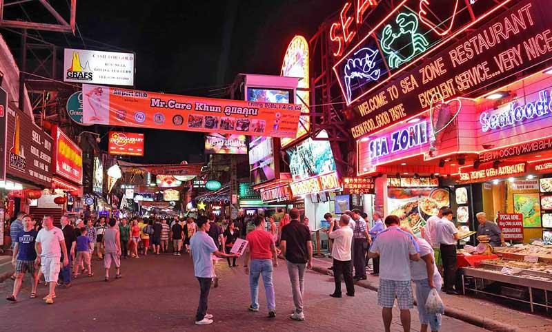 خیابان واکینگ استریت پاتایا معروفترین خیابان شهر