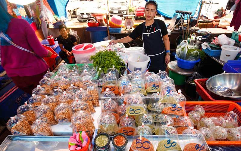 لانفو ناکلوی مارکت بازار غذاهای دریایی تازه در پاتایا تایلند