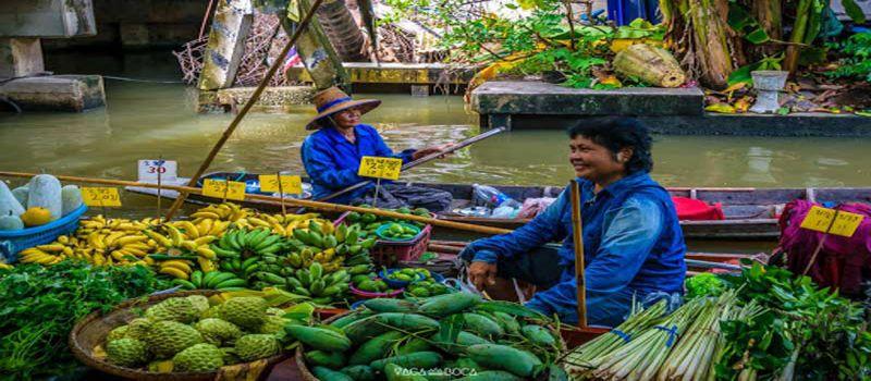 غذاهای ارزان در بازار شناور تالینگ چان بانکوک