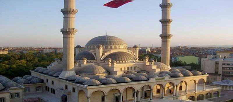 مسجد جاجی وزیر زاده قونیه با هفت گنبد کوچک