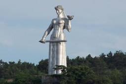 مجسمه مادر گرجستان سمبل شهر تفلیس