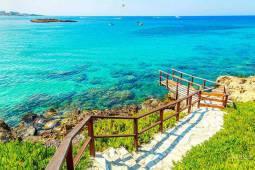 سواحل قبرس و حس نسیم دل انگیز مدیترانه